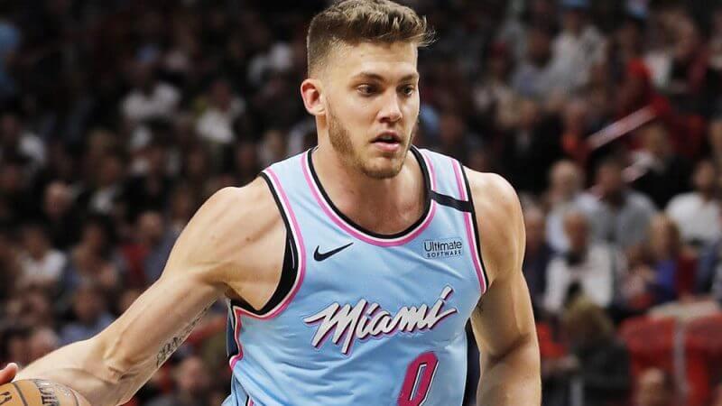 Подросток потратил 1,4 млн рублей на донаты на Twitch. Баскетболист Майерс Ленард в числе получателей, но сказал что вернет деньги.