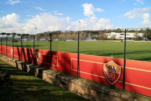 «Рома» объявила о продаже клуба Фридкину за 591 млн евро. Сегодня команда играет с «Севильей» в ЛЕ