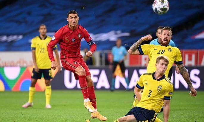 Криштиану Роналдо забил 100-ый гол за сборную